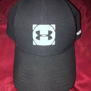 Under Armour Cool Switch Golf Ball Cap.